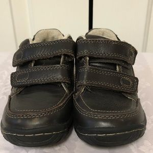Stride rite boys toddler shoes size 7. 5M